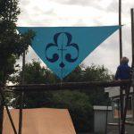 Her har vi sat banneret op, for Høstmarked på Midtgård om søndagen